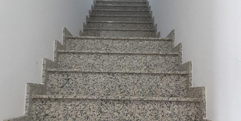 13 Escalera acceso planta alta 10m x 14 m (140 m cuadrados)